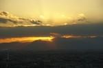 太陽が雲に隠れたかと思ったら雲間から光が漏れてきました