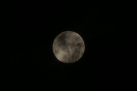 雲がかかるお月様