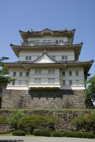 青空の下の小田原城