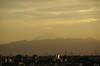 17:53 横から差してくる夕日が街も染めています