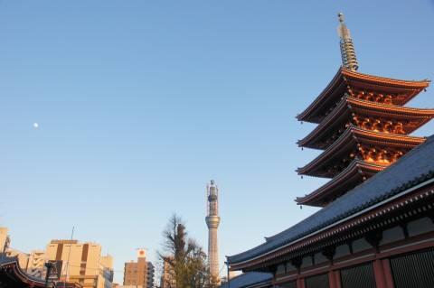 五重塔と東京スカイツリーと十三夜の月