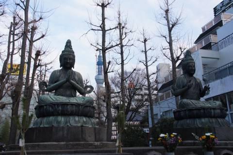 二尊仏と東京スカイツリー