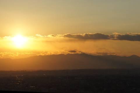 姿を見せ始めた富士山
