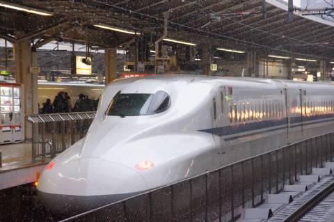 雪の中のN700系新幹線