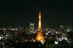 18:22 もうすっかり暗くなって東京タワーが浮かび上がってます。