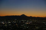 日が暮れて40分。山の端の明るさも影を潜め静かに夜へ
