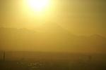 もう間もなく太陽が富士山にかかりますよ