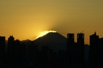 あぁ、沈んじゃった。富士山の影が今日も空に映ってる!