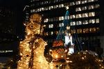 クリスマスツリーをバックに記念撮影。ハイポーズ!