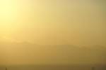 太陽の明るさで富士山が見えません