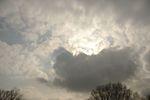 青空と黒い雲が隣り合う空、それもまたおかし