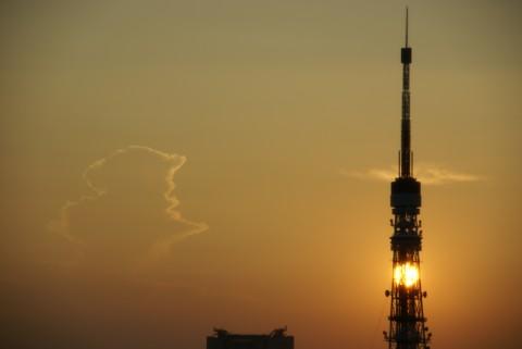 東京タワーの中の夕陽