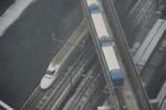 700系とモノレールの交差
