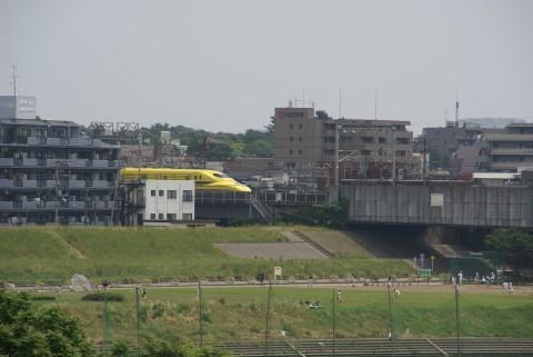ドクターイエロー多摩川を渡る