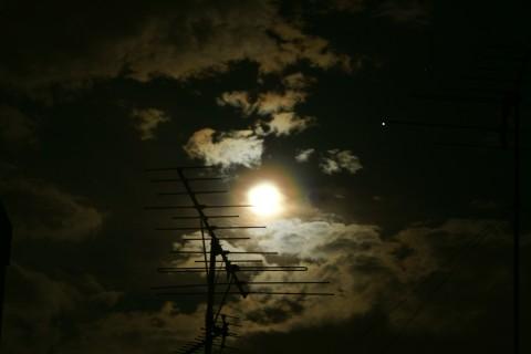 月の光冠と木星