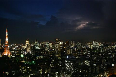 東京タワーと稲光