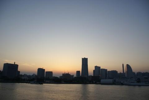 秋の夕景・横浜港