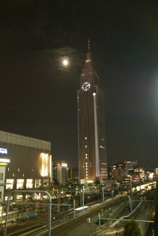 Docomoタワーと後の月