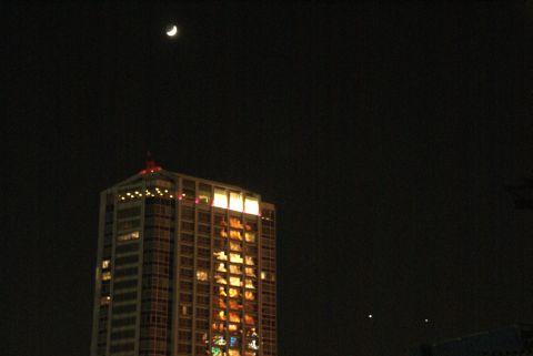 映る東京タワーと星たち