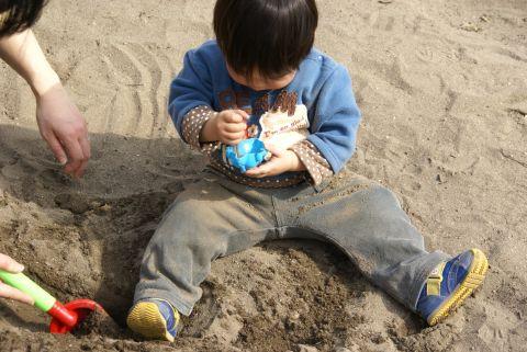 悠真の砂遊び