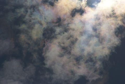 鮮やかな彩雲