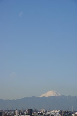 下弦の月と富士山