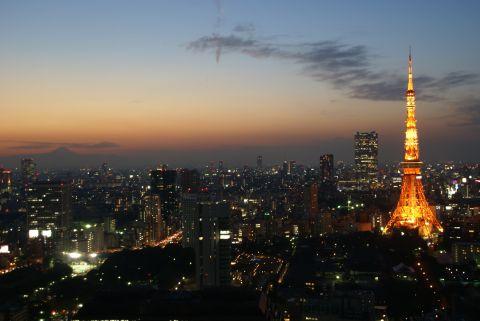 夕暮れの富士山と東京タワー