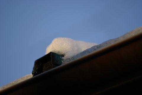 朝日を浴びる雪