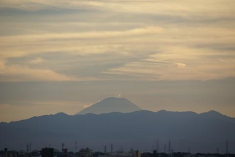 流れる雲の逆さ富士