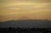 18:02 太陽が山の陰に隠れ始め、夕暮れ色に染まりだした