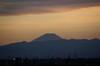 18:27 日没を過ぎ、富士さんが黒く染まりました
