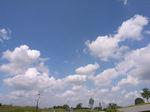 青い空に浮かぶ白い雲 気持ちいい!