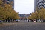 東京駅に向かってズームイン