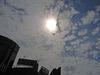 太陽を隠す雲の様子にもちらほら
