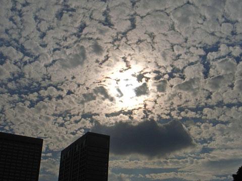 ひつじ雲と光冠