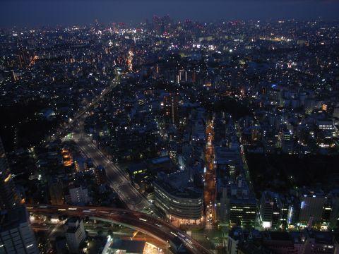 都会の光の川