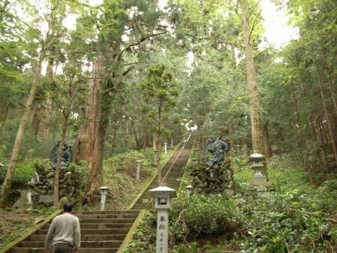 大雄山最乗寺・奥の院への石段