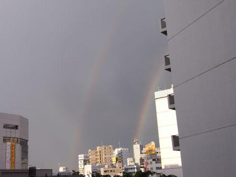 鮮やかな二重の虹