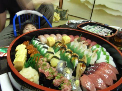 お祝いのお寿司なのに