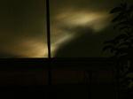 月は隠れているが月明かりで雲がオーロラのよう